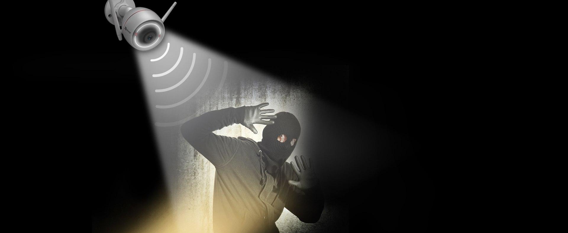 EZVIZ C3W với đèn cảnh báo chuyển động