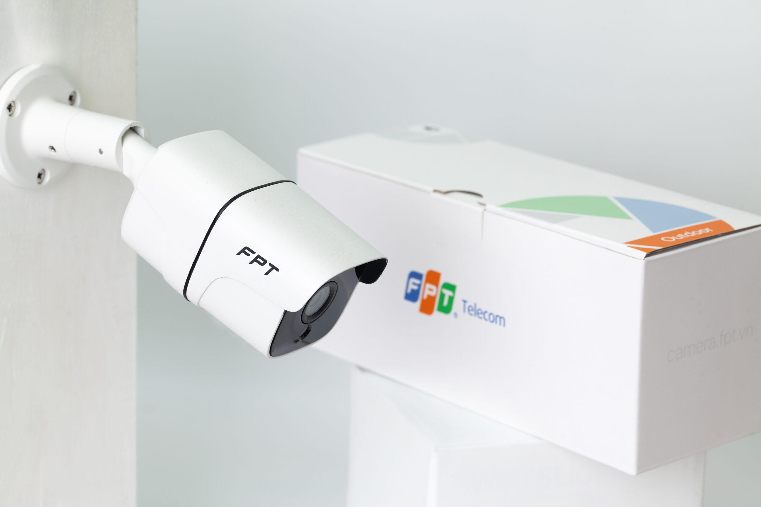 Camera FPT gồm 2 sản phẩm : Camera ngoài trời & Camera trong nhà với giá ưu đãi tại Giồng Trôm chỉ từ 1.300.000 vnđ/camera